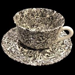 Tasse et sous tasse blanc et noir terre mêlée collection Graphite forme dentelée