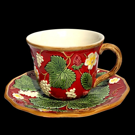 "Majolica red breakfast cup and saucer ""George Sand"""
