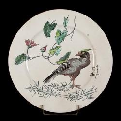 Oiseau gris sur une patte & Rosier assiette D
