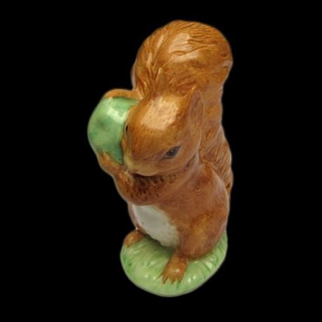 """Beatrix Potter Ecureuil portant une pomme verte """"Squirrel Nutkin"""""""